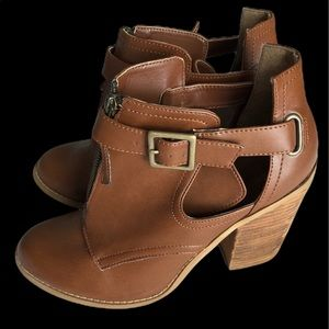 Call it Spring Cagnac Booties Size 9
